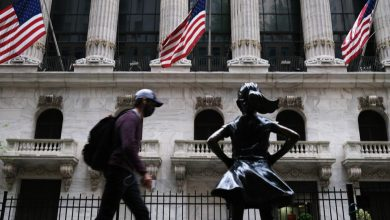 Photo of Dow Jumps 100 Points, S&P 500 Hits New Record After Strong Retail Earnings.